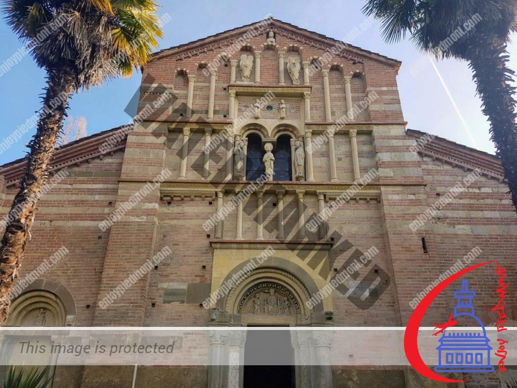 La facciata - Canonica di Vezzolano