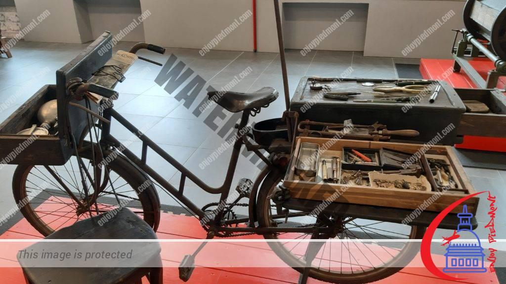 Officina della Scrittura - bicicletta per le riparazioni a domicilio