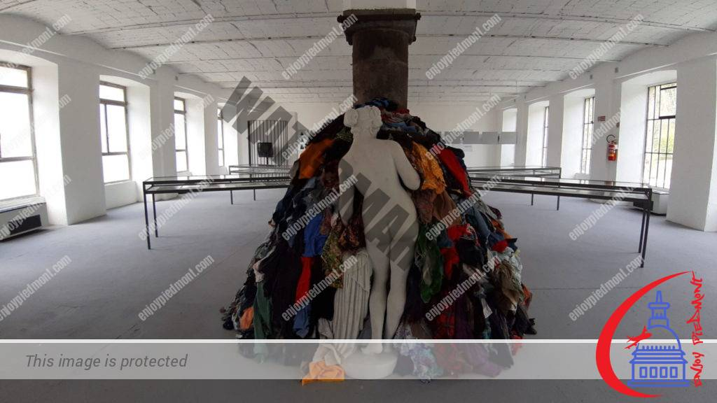 Venus of the Rags installation by Pistoletto