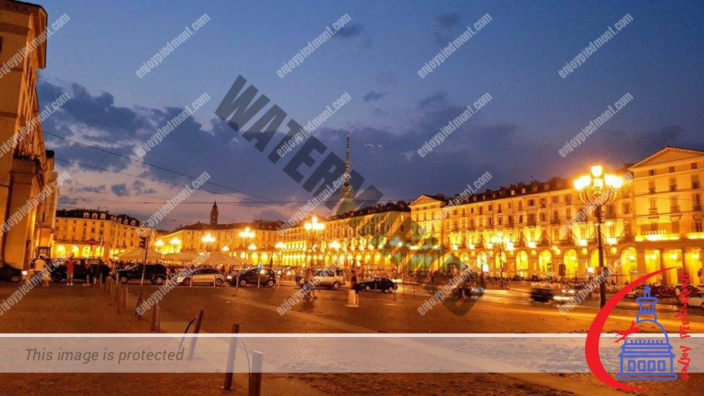 Piazza Vittorio Veneto at night