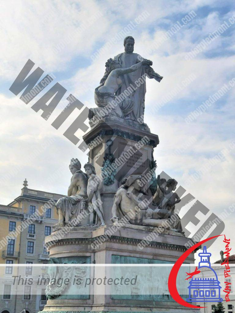 Piazza Carlina - monumento a Camillo Benso di Cavour
