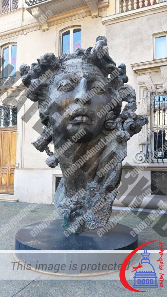 Piazza Solferino - scultura