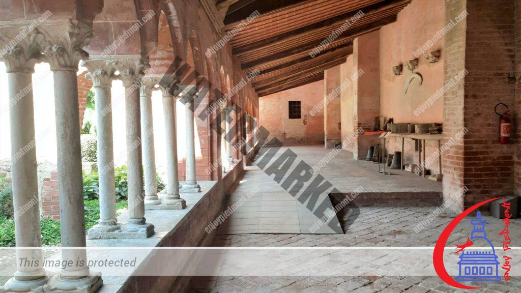 Staffarda Abbey - Cloister