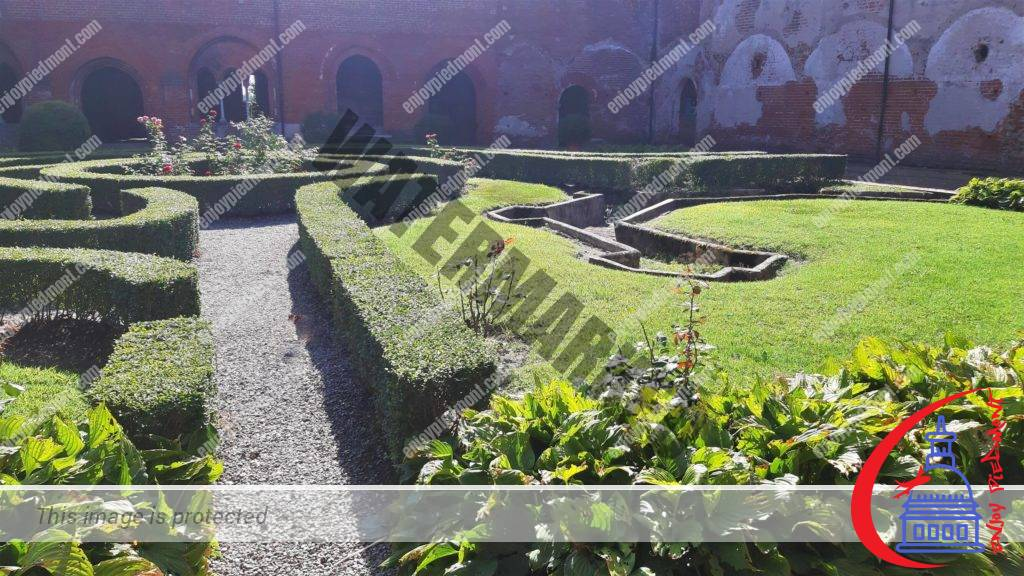 Staffarda Abbey - Garden